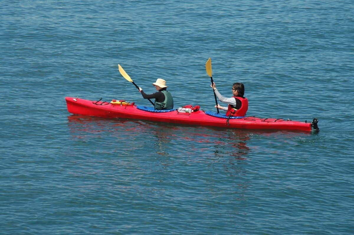 Red Tandem kaykers at sea