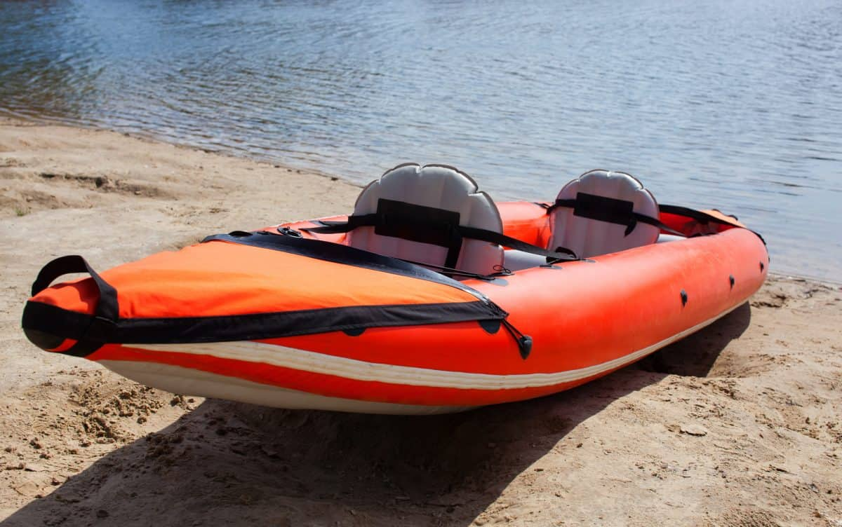 Inflatable kayak seat