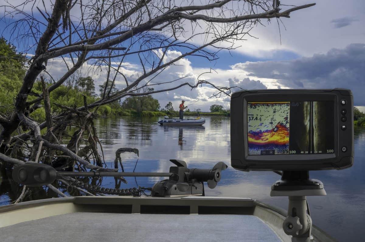 Fishfinder, echolot, fishing sonar at the kayak