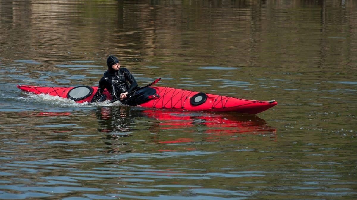 Red kayak edging