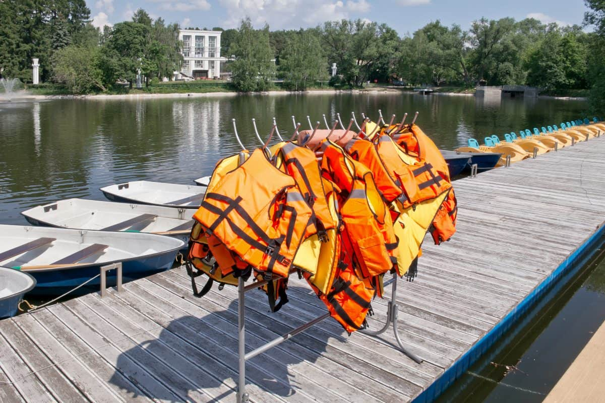 Type III PFDs at boating station